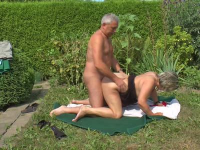 Scharfe Granny mit dicken Titten beim ficken